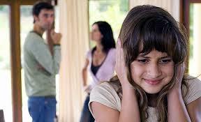 Se debe evitar discutir delante de los hijos o hacerlos confidentes de problemas de adultos